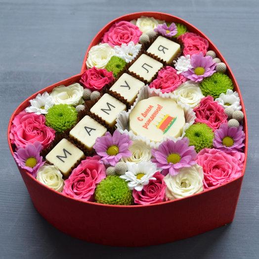 """Коробочка с цветами и шоколадом """"День рождения мамы"""": букеты цветов на заказ Flowwow"""