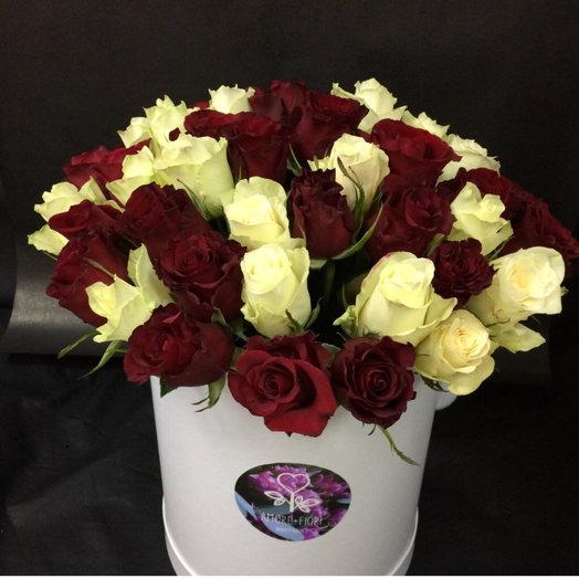 Красно белая роза: букеты цветов на заказ Flowwow