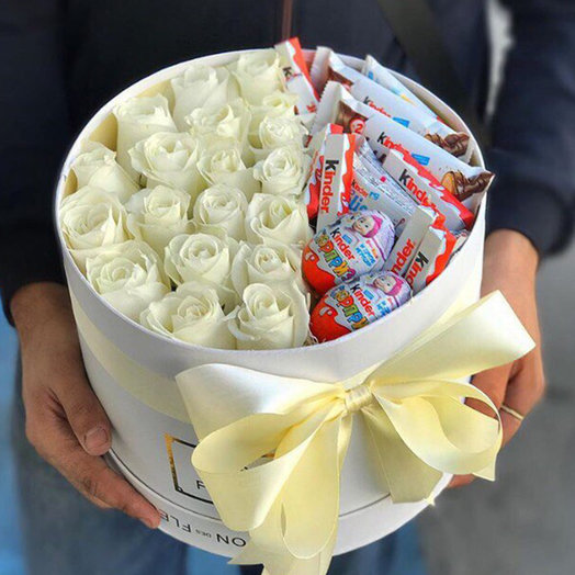 Box of roses and kinder