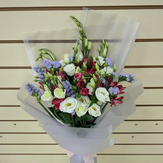 Яркий букет с эустомой и статицей: букеты цветов на заказ Flowwow