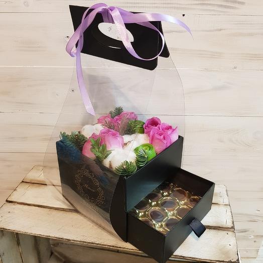 Цветочная коробочка с сюрпризом: букеты цветов на заказ Flowwow