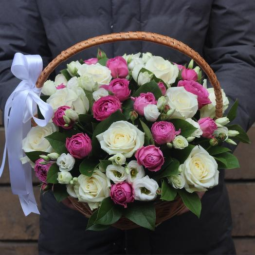 Корзина из роз и эустомы: букеты цветов на заказ Flowwow