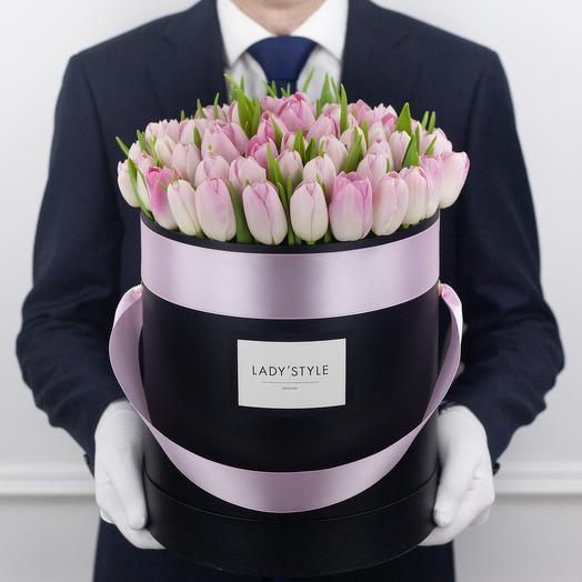 Голландские тюльпаны в шляпной коробке L: букеты цветов на заказ Flowwow