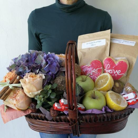 """Подарочная корзина из гортензии, фруктов, чая, сладостей """"Рог Изобилия"""": букеты цветов на заказ Flowwow"""