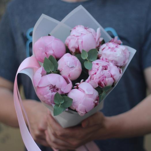 7 пионов с эвкалиптом: букеты цветов на заказ Flowwow