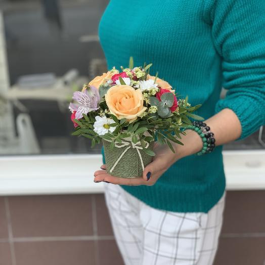 Стаканчик из сезонных цветов: букеты цветов на заказ Flowwow