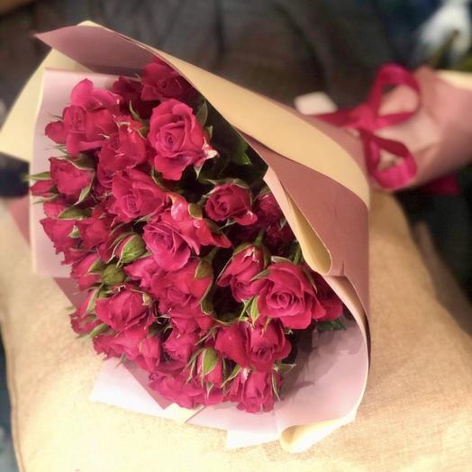 Букет из кустовой малиновой розы: букеты цветов на заказ Flowwow