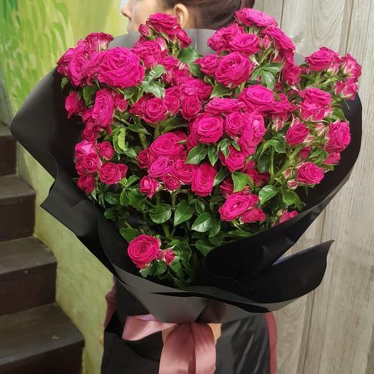 Букет бархатной кустовой розы: букеты цветов на заказ Flowwow