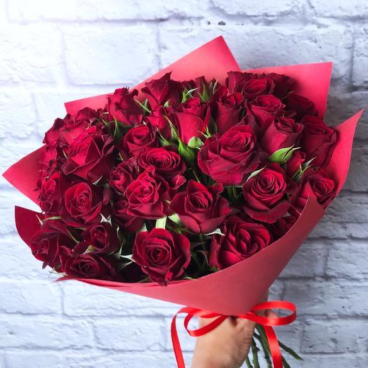 11 красных кустовых роз 40 см