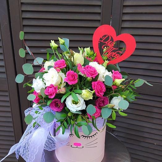 Коробка с цветочной композицией