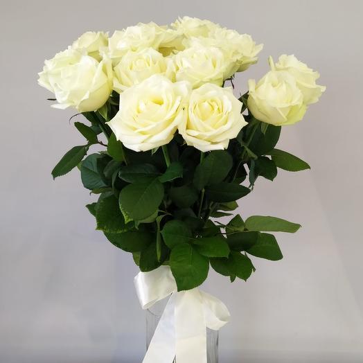 Белые розы  сорта White Naomi 11 шт