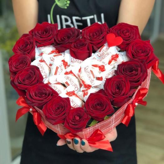 Сердце из роз с рафаелло