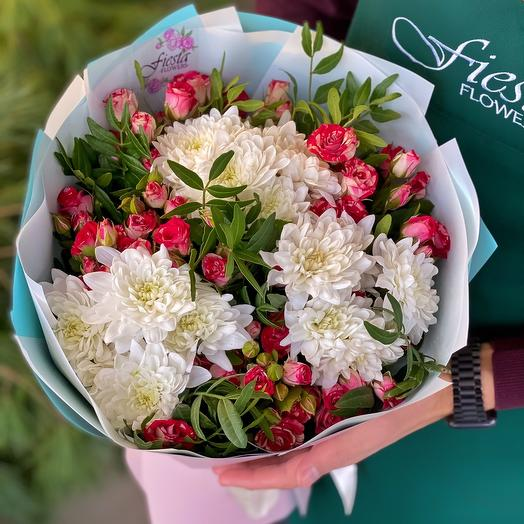 Mix bouquet of chrysanthemum and spray roses with herbs