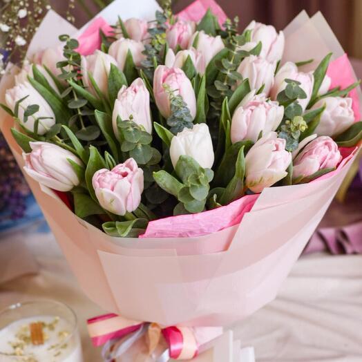 Пионовидные тюльпаны с эвкалиптом
