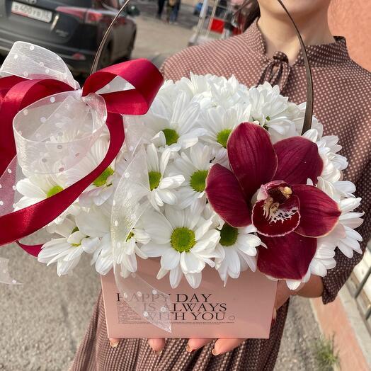 Цветы в коробке. Хризантемы