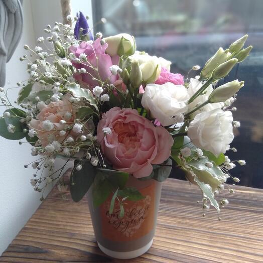 Стакан с розой Джульетта и эустомой