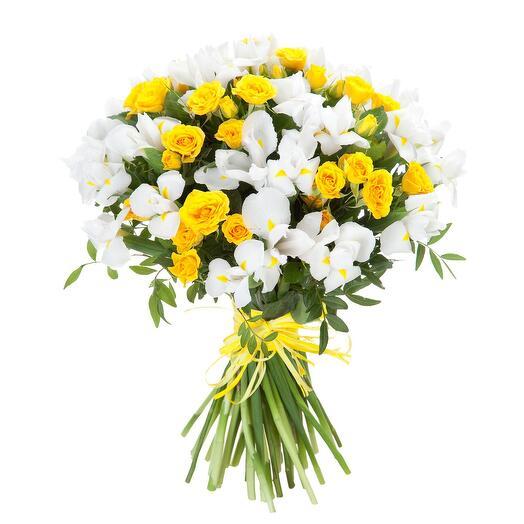 Букет из белых ирисов и желтых кустовых роз
