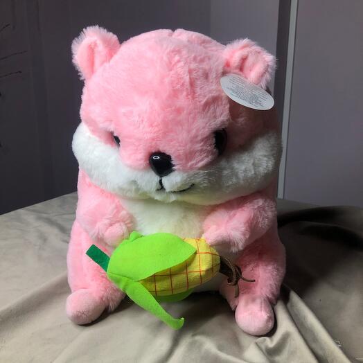 Хомяк розовый с кукурузой