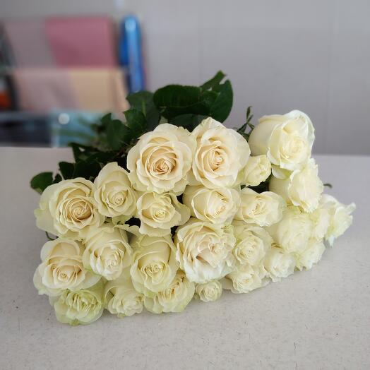 25 Белых роз 70см