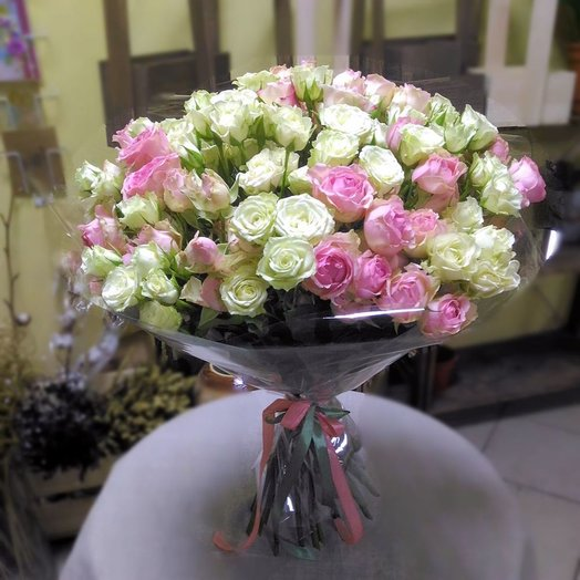 Букет из 31 кустовой розы пастельных тонов: букеты цветов на заказ Flowwow