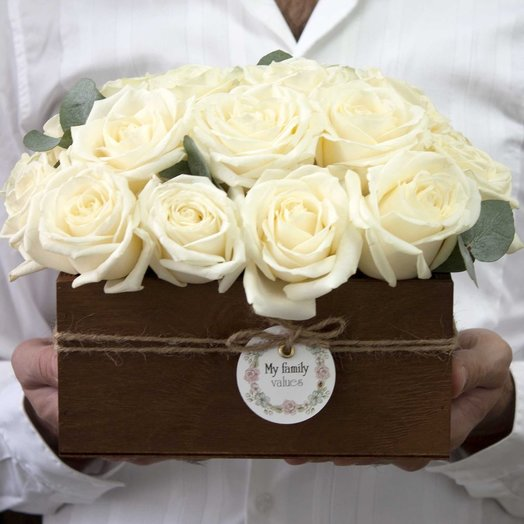 Розы белые в ящике 23арт1314: букеты цветов на заказ Flowwow