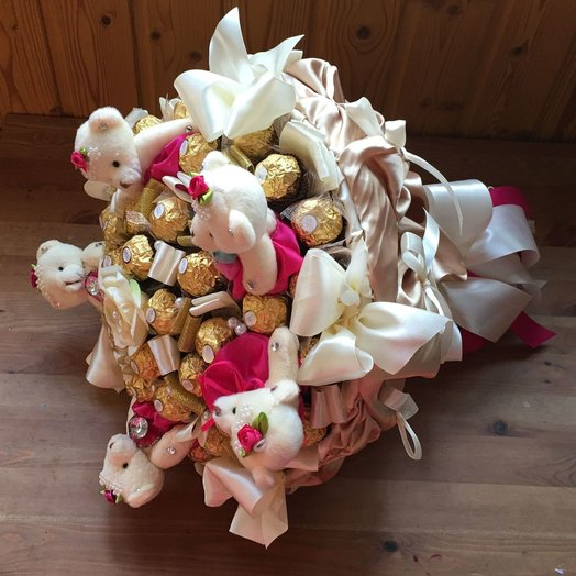 Большой букет с Ферреро Роше и мишками в золоте : букеты цветов на заказ Flowwow