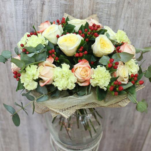 Стильный букет с пионовидными розами