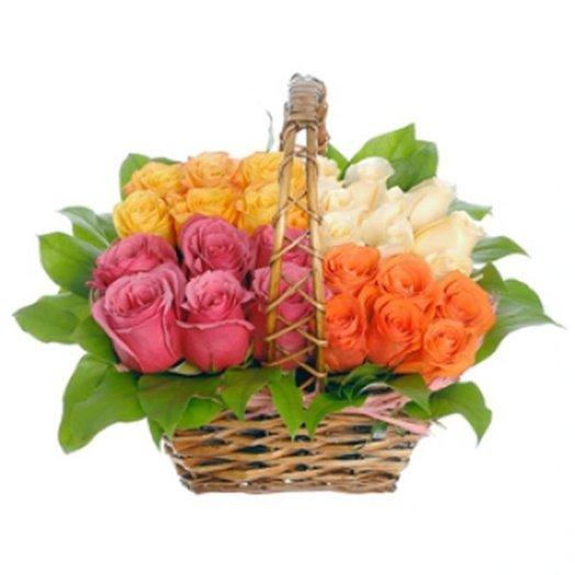 Корзина Розы в лукошке из ярких роз Код 152862: букеты цветов на заказ Flowwow