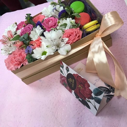 Макаруны в цветах: букеты цветов на заказ Flowwow