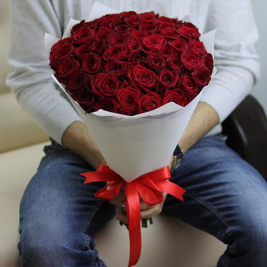 51 красная роза 40 см в белоснежной упаковке