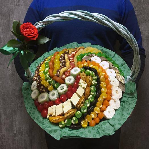 Корзина сухофруктов с розой мята 35 см: букеты цветов на заказ Flowwow