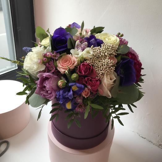 Шляпная коробка в ягодных оттенках: букеты цветов на заказ Flowwow