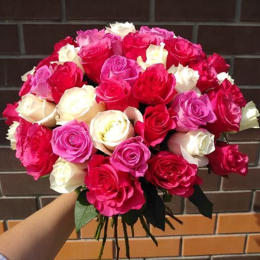 Букет из 51 разноцветной местной розы 50 см: букеты цветов на заказ Flowwow