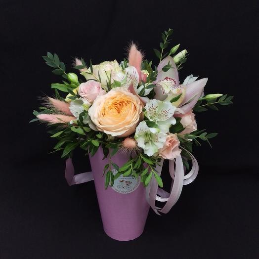 Коробочка с орхидеей: букеты цветов на заказ Flowwow