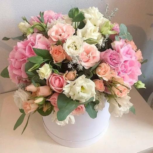 Букет с гортензией, розой и эустомой: букеты цветов на заказ Flowwow