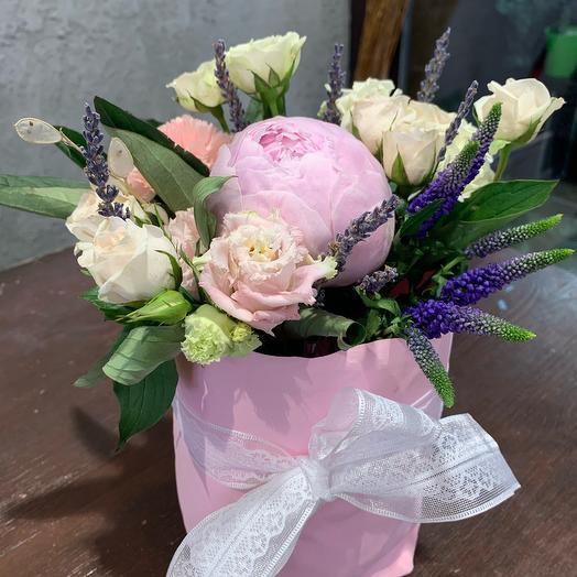Композиция из пиона и лаванды: букеты цветов на заказ Flowwow