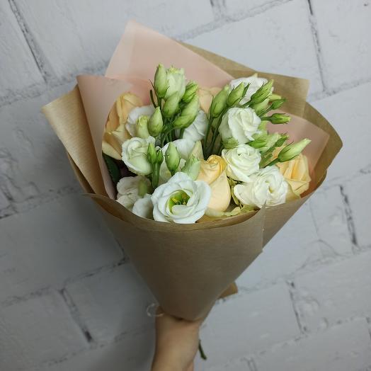 Конвертик с эустомой и розой: букеты цветов на заказ Flowwow