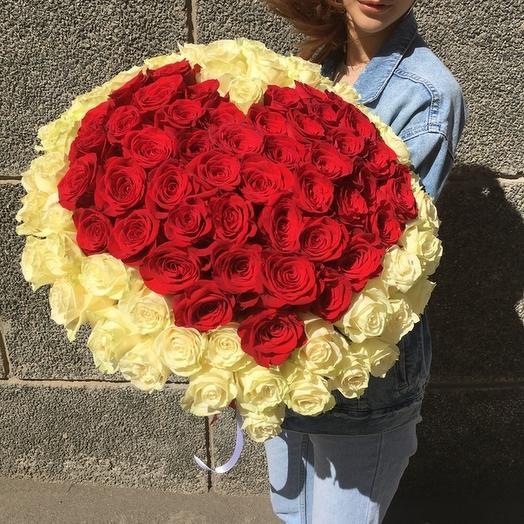 Сердце из 101 красной и белой розы премиум