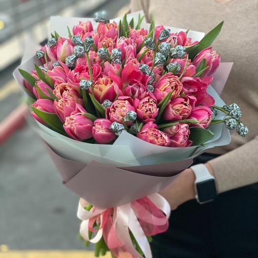 Букет из 49 тюльпанов с эвкалиптом