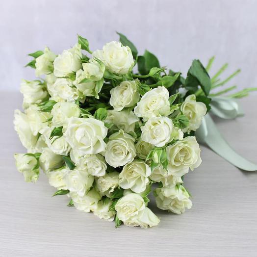 Букет из белых кустовых роз 0052