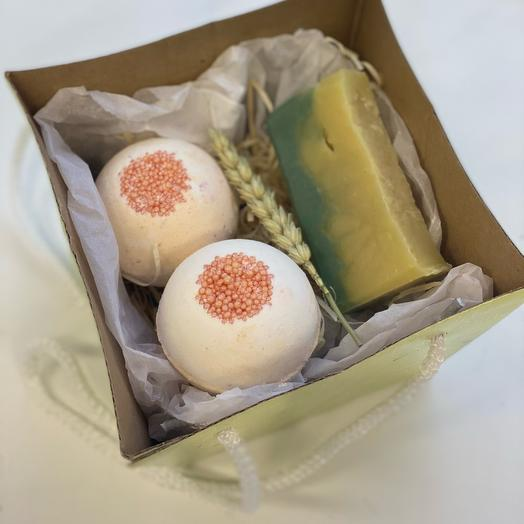 Подарочный набор мыло ручной работы и 2 бомбочки для ванны