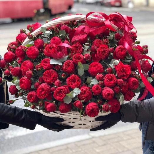 Корзина с роскошной пионовидной розой