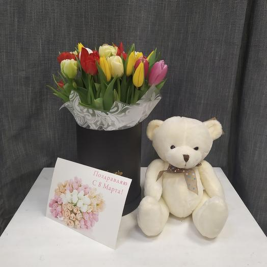 Тюльпаны в коробке с плюшеаым мишкой