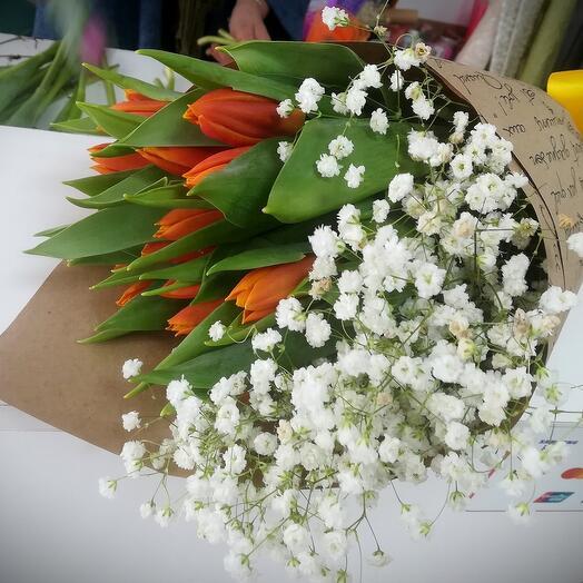 Букет тюльпаны с гипсофилой
