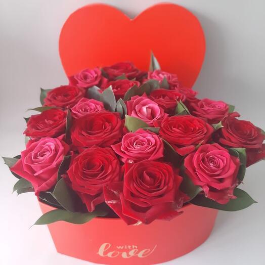 Розы в коробке-сердце
