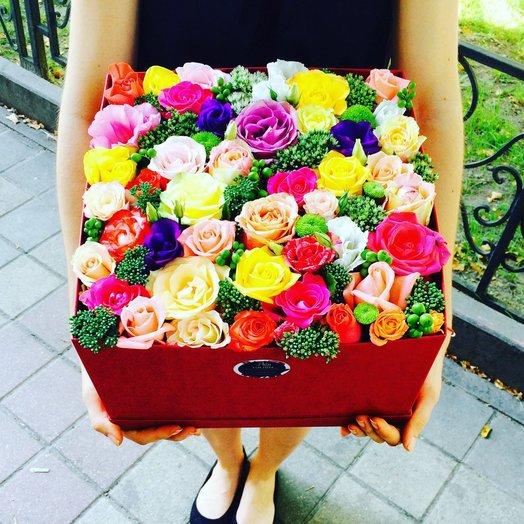 Коробка с розами и эустомой: букеты цветов на заказ Flowwow