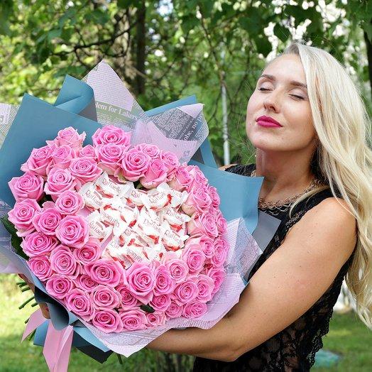Букет из 51 розовой розы с Раффаэлло