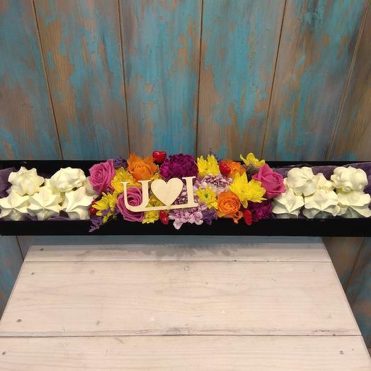 Интересная композиция в длиной коробке с безе: букеты цветов на заказ Flowwow