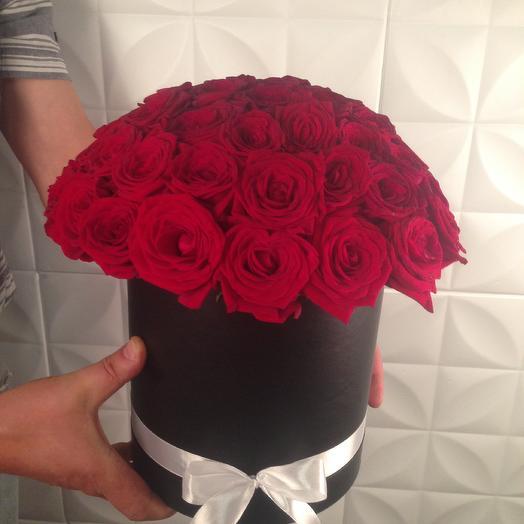 Шляпная коробка с 39 розами Ред наоми S: букеты цветов на заказ Flowwow