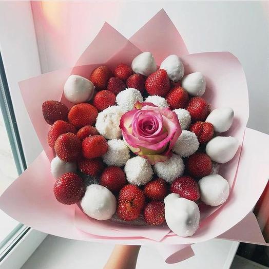 Клубничный букет «Белоснежка»: букеты цветов на заказ Flowwow
